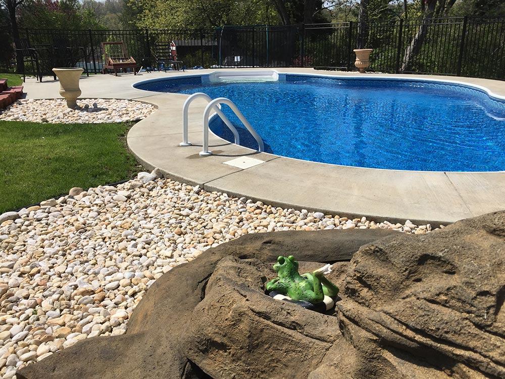 inground-pool-south-hills-pittsburgh-backyard-kidney-shaped